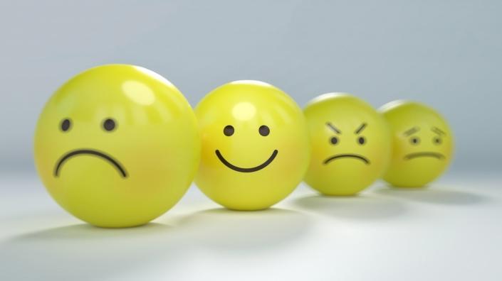 Kuvituskuva hymiöistä, jotka viestivät tyytyväisyyttä