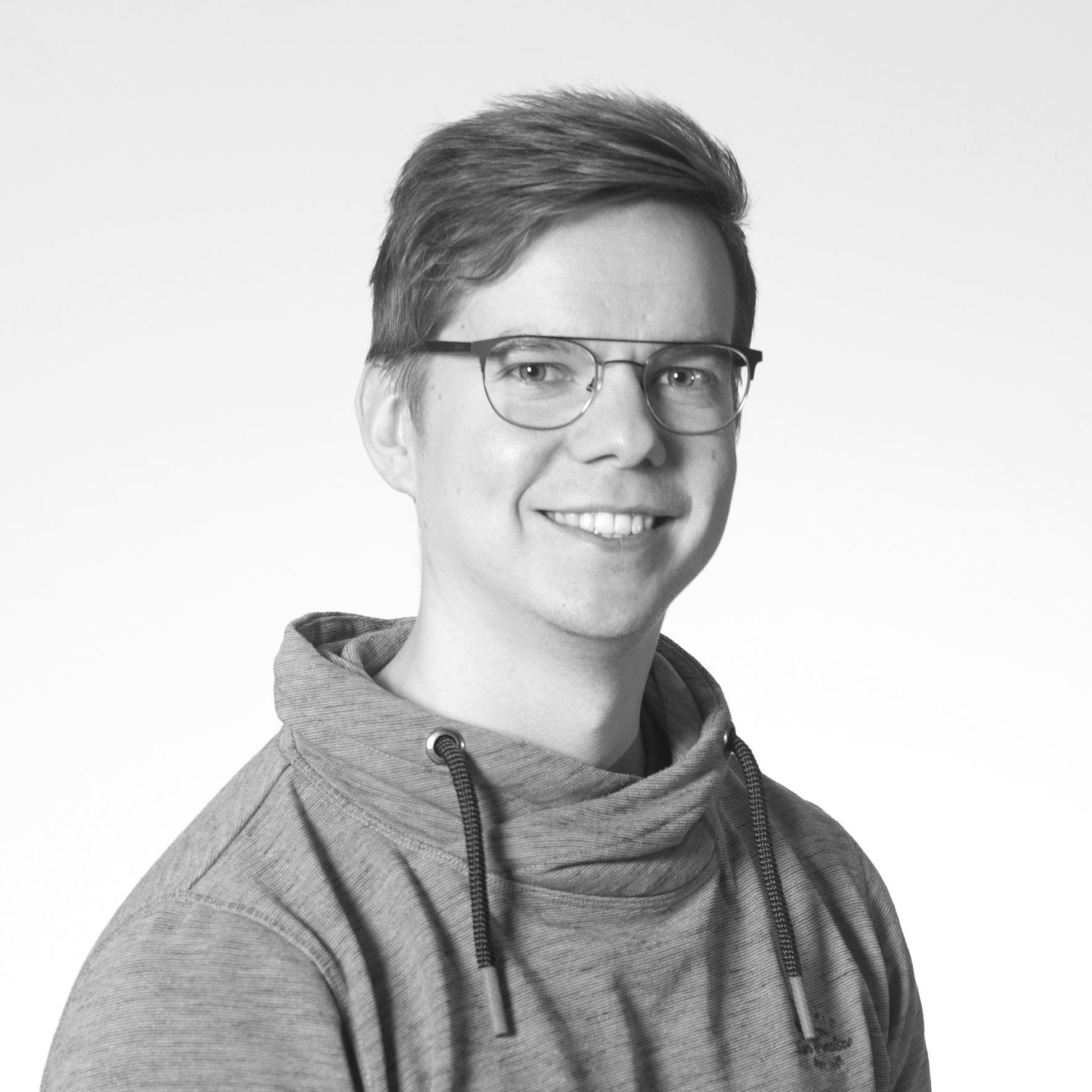 Jukka Niemisen mustavalkoinen profiilikuva